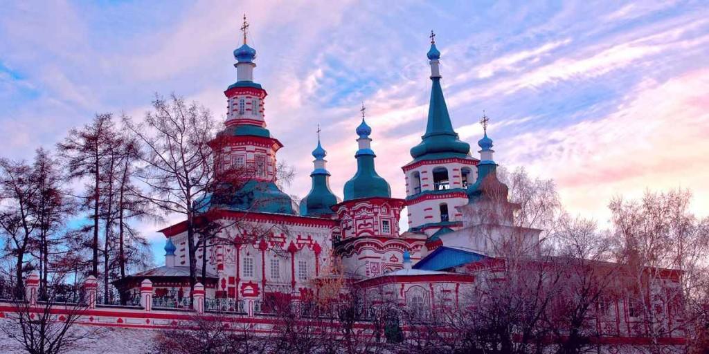 Крестовоздвиженская церковь в Иркутске, построенный в стиле сибирского барокко
