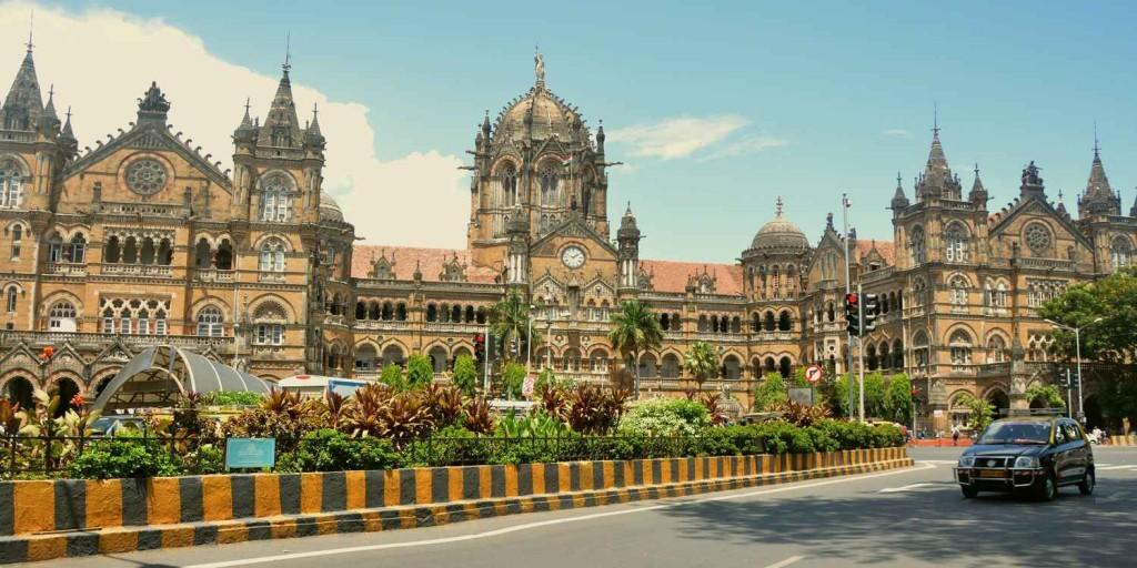 Вокзал в индо-сарацинском стиле в Мумбаи