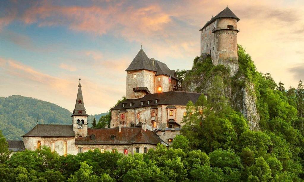 Пример романского замкового архитектурного стиля