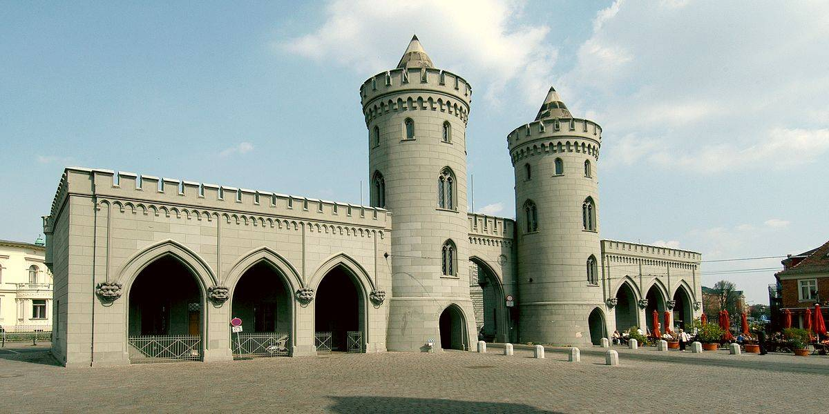 Образец историзма в архитектуре - Науэнские ворота в Потсдаме