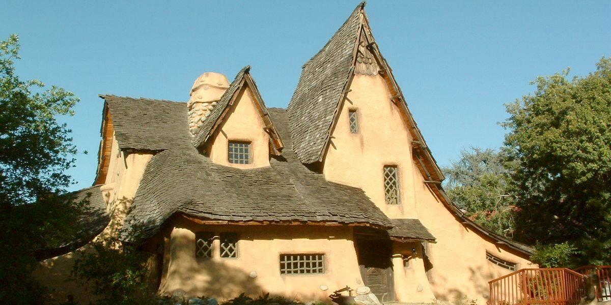 """""""Дом ведьмы"""" (Spadena House) в Беверли-Хиллз - пример архитектурного стиля """"Книга сказок"""""""